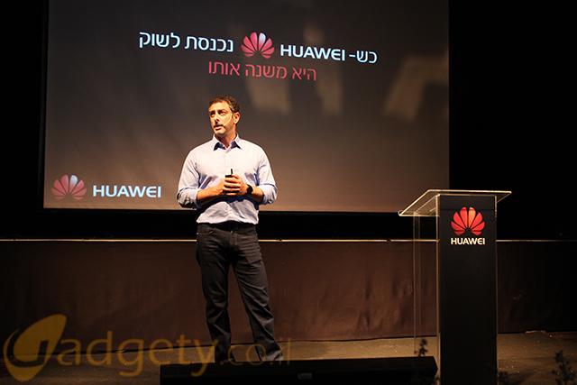 """בתמונה: קובי כליף, מנכ""""ל אלפא טלקום בהשקת Huawei P8 (צילום: גאדג'טי)"""