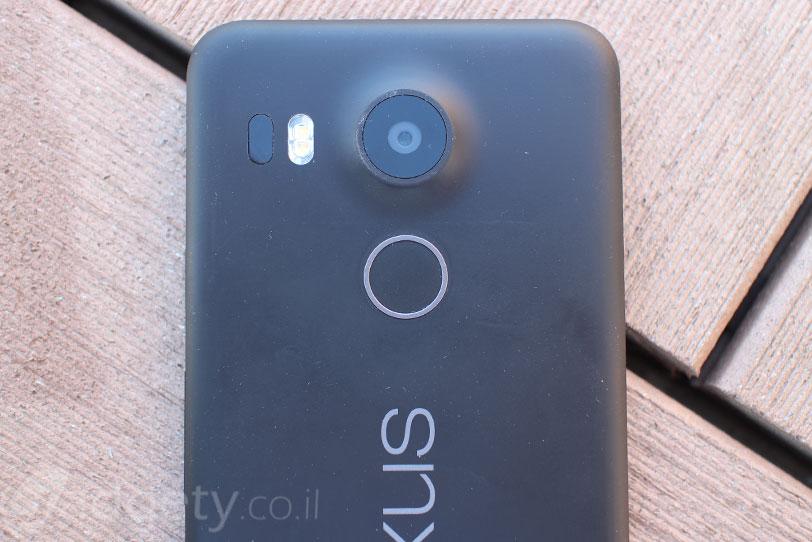 קורא טביעות אצבע, Nexus 5X (צילום: גאדג'טי)