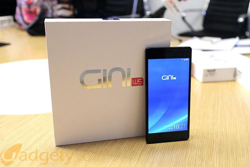 בתמונה: מכשיר GINI N6 ואריזת GINI W5 (צילום: גאדג'טי)