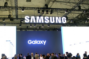 סמסונג עשויה לשלב קורא טביעות אצבע קדמי שאינו מתחת למסך בסדרת Galaxy S9