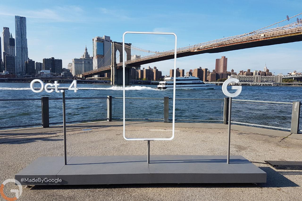 פסל שהקימה גוגל בניו-יורק לקידום ארוע מכשירי ה-Pixel (צילום: לירון רווה)