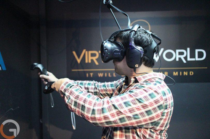 משקפי מציאות מדומה HTC Vive (צילום: גאדג'טי)