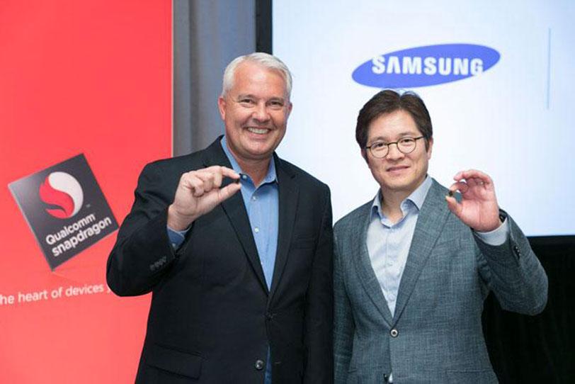 בתמונה: קית' קרסין, סגן נשיא בקוואלקום ובן סו, סגן נשיא בסמסונג עם ה-Snapdragon 835 (קרדיט: Qualcomm)