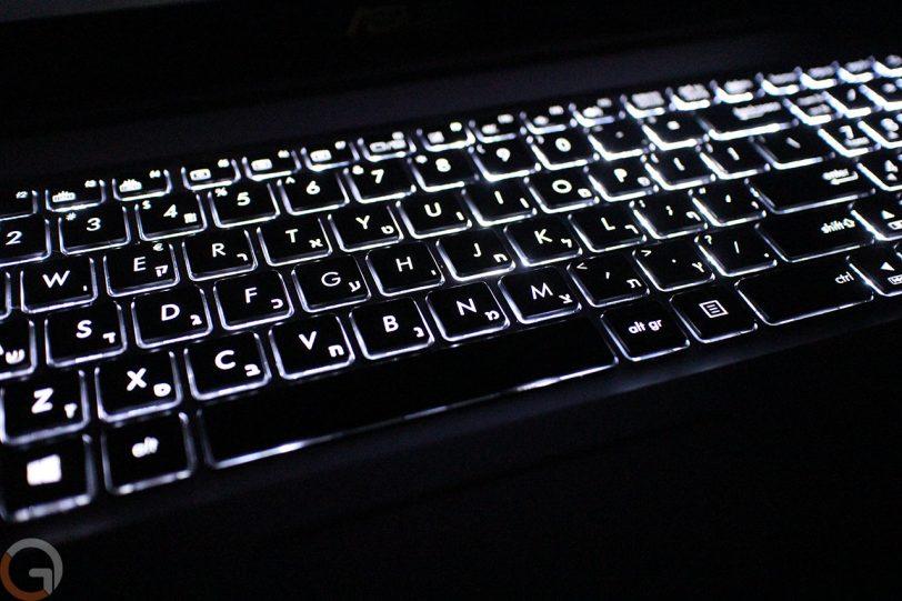 מקשי מקלדת מוארים במחשב ASUS Zenbook UX510