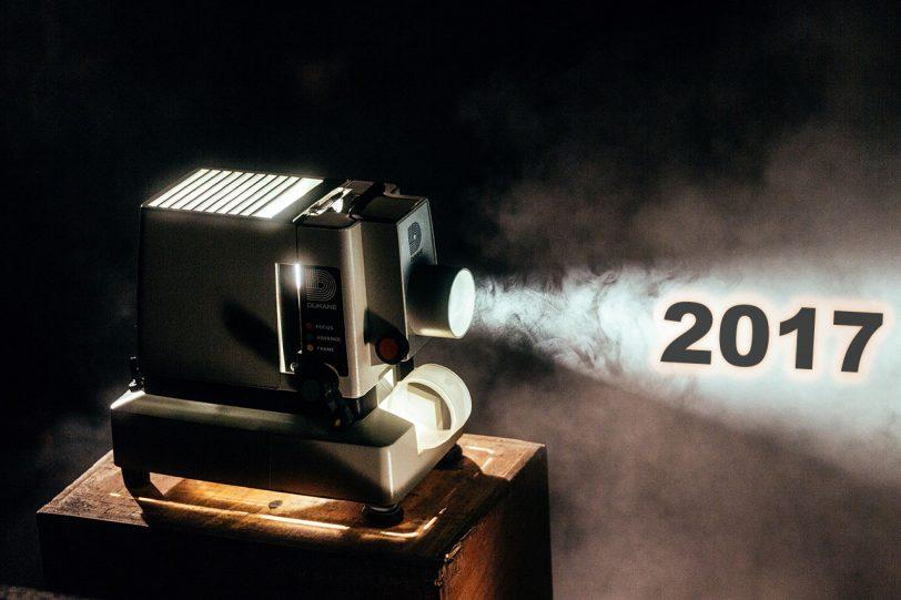 מקרן קולנוע מאיר על שנת 2017