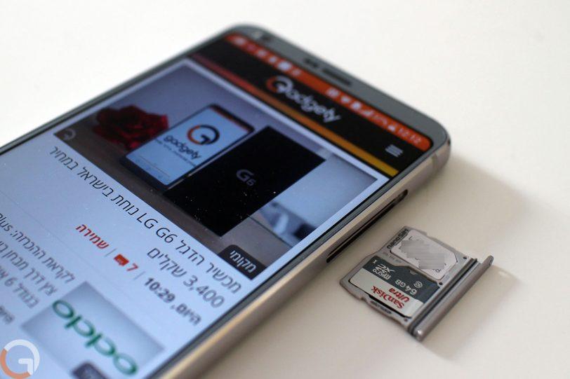 חריץ הרחבת זיכרון במכשיר LG G6 (צילום: רונן מנדזיצקי, גאדג'טי)