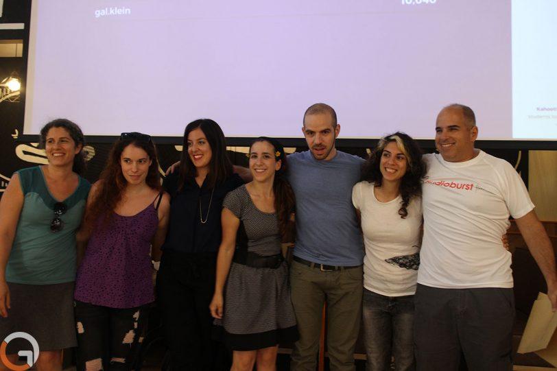 צוות המפתחים של מרי פופינס יחד עם גל קליין, מייסד שותף ו-CTO ב-Audioburst (צילום: רונן מנדזיצקי, גאדג'טי)