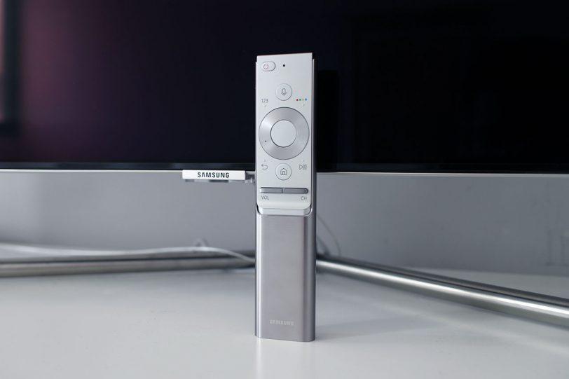 שלט רחוק למסך טלוויזיה Samsung 55Q7F (צילום: רונן מנדזיצקי, גאדג'טי)