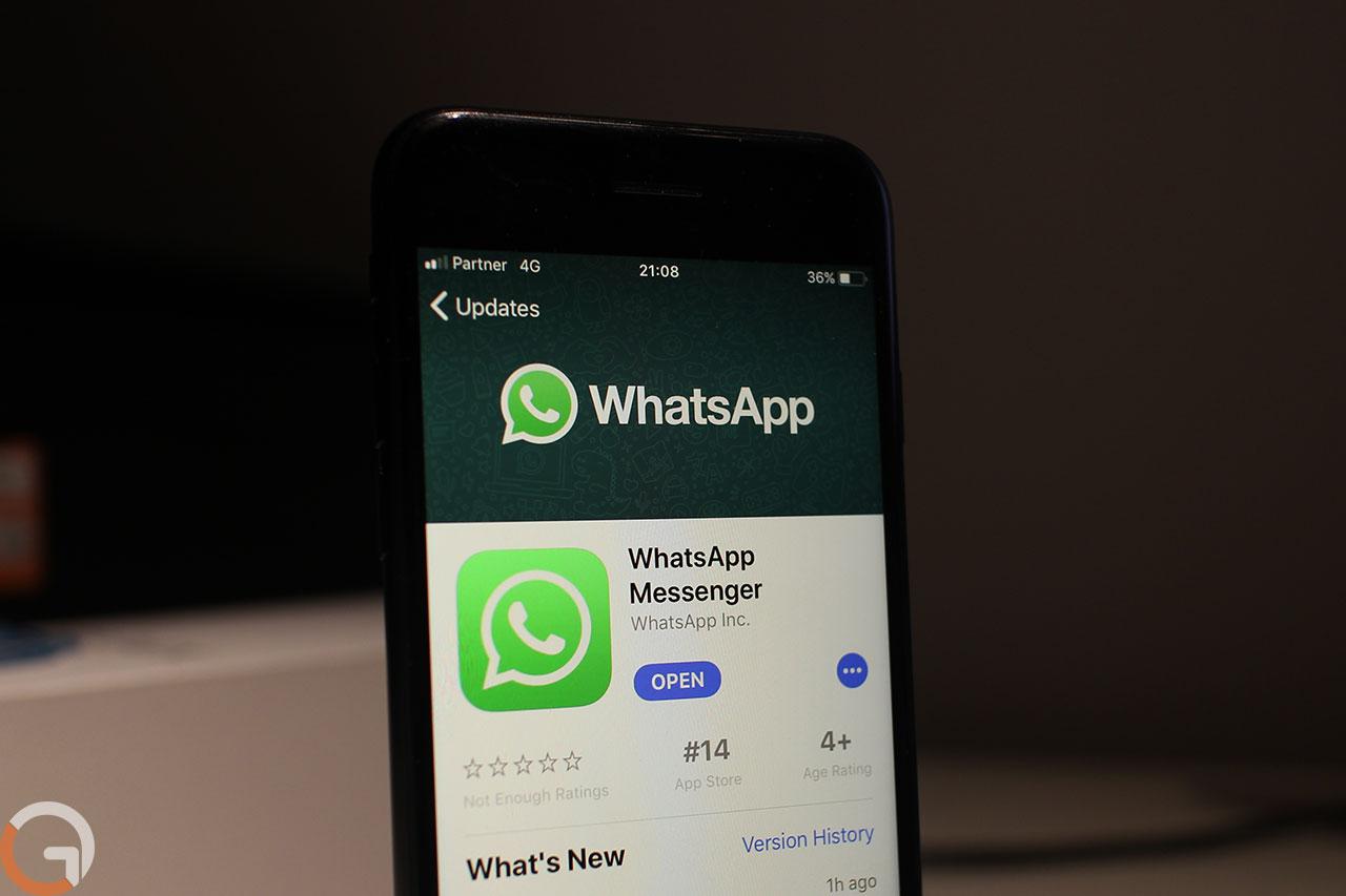 אפליקציית Whatsapp בחנות האפסטור (צילום: רונן מנדזיצקי, גאדג'טי)