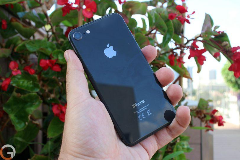 אייפון 8 (צילום: רונן מנדזיצקי, גאדג'טי)
