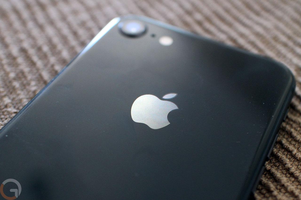 לוגו אפל על אייפון 8