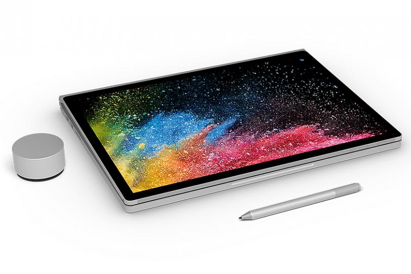 מחשב Surface Book 2 יחד עם Surface Pen ו-Surface Dial