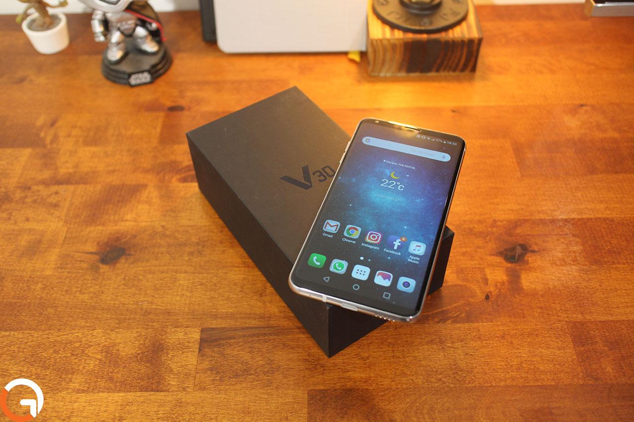 LG V30 (צילום: אוהד צדוק, גאדג'טי)