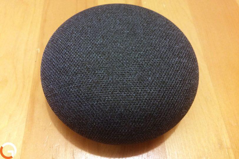 Google Home Mini (צילום: אורי אליאבייב, גאדג'טי)