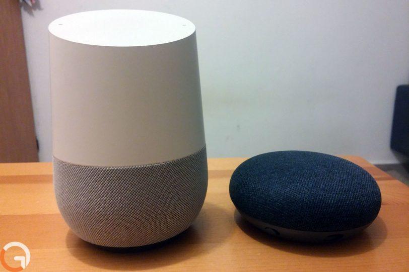 Google Home Mini מול Google Home (צילום: אורי אליאבייב, גאדג'טי)