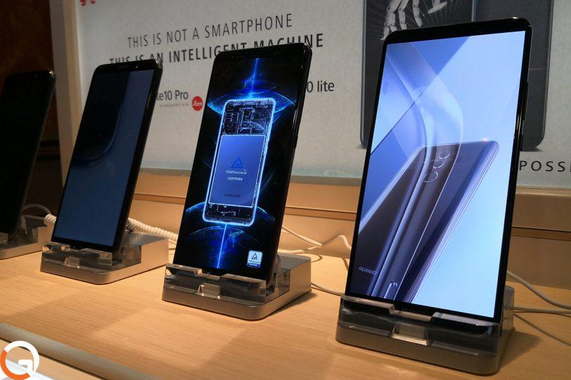 מכשירי סדרת Huawei Mate 10 (צילום: רונן מנדזיצקי, גאדג'טי)