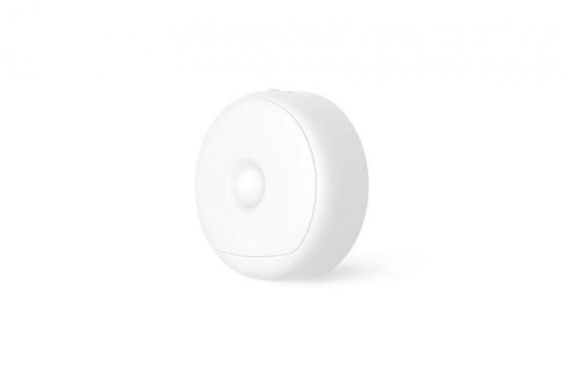 מנורת לילה Xiaomi Yeelight עם חיבור USB לטעינה