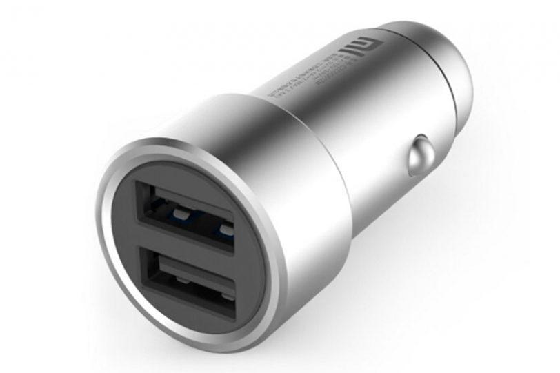 מטען שיאומי לרכב עם שני חיבורי USB לטעינה