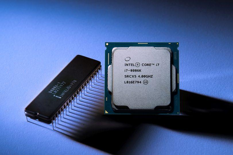 מעבד Core i7-8086K לעומת 8086 המקורי (מקור אינטל)