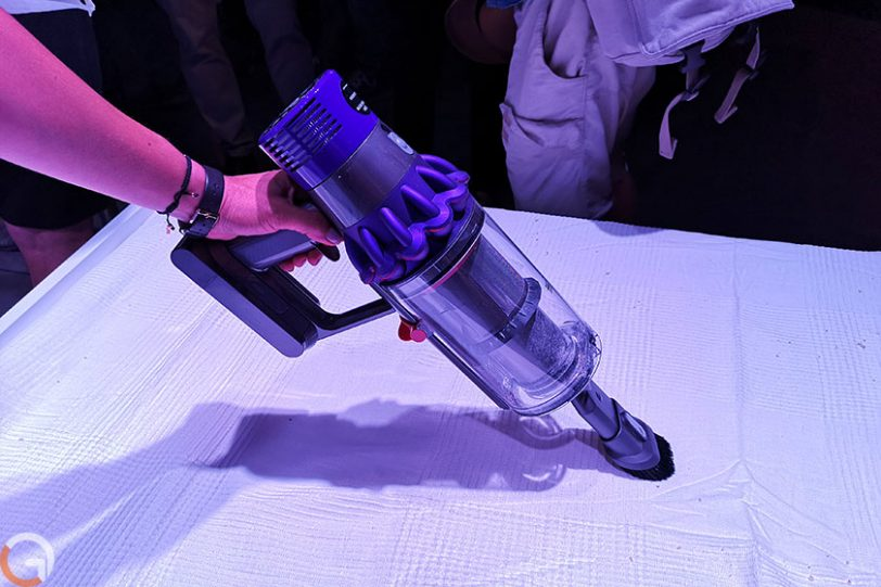 שואב אבק אלחוטי Dyson V10 (צילום: רונן מנדזיצקי, גאדג'טי)