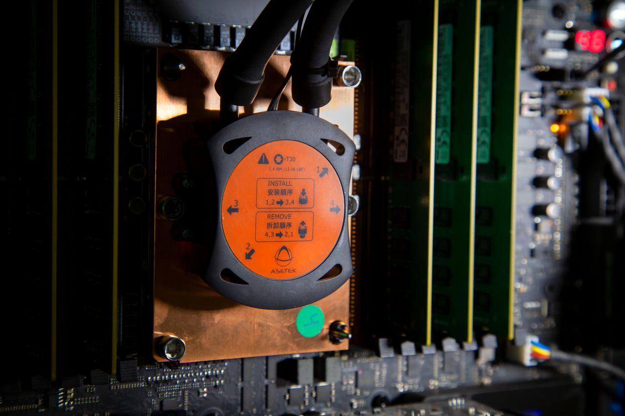 מעבד Xeon W-3175X עם קירור 690LX-PN (מקור אינטל)