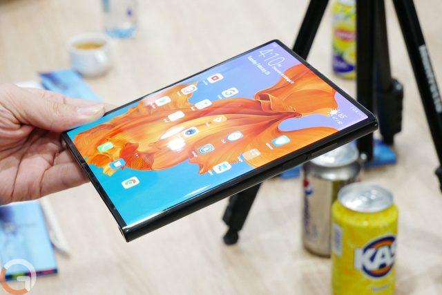 הצצה ראשונה: מבט מקרוב ל-Huawei Mate X המתקפל