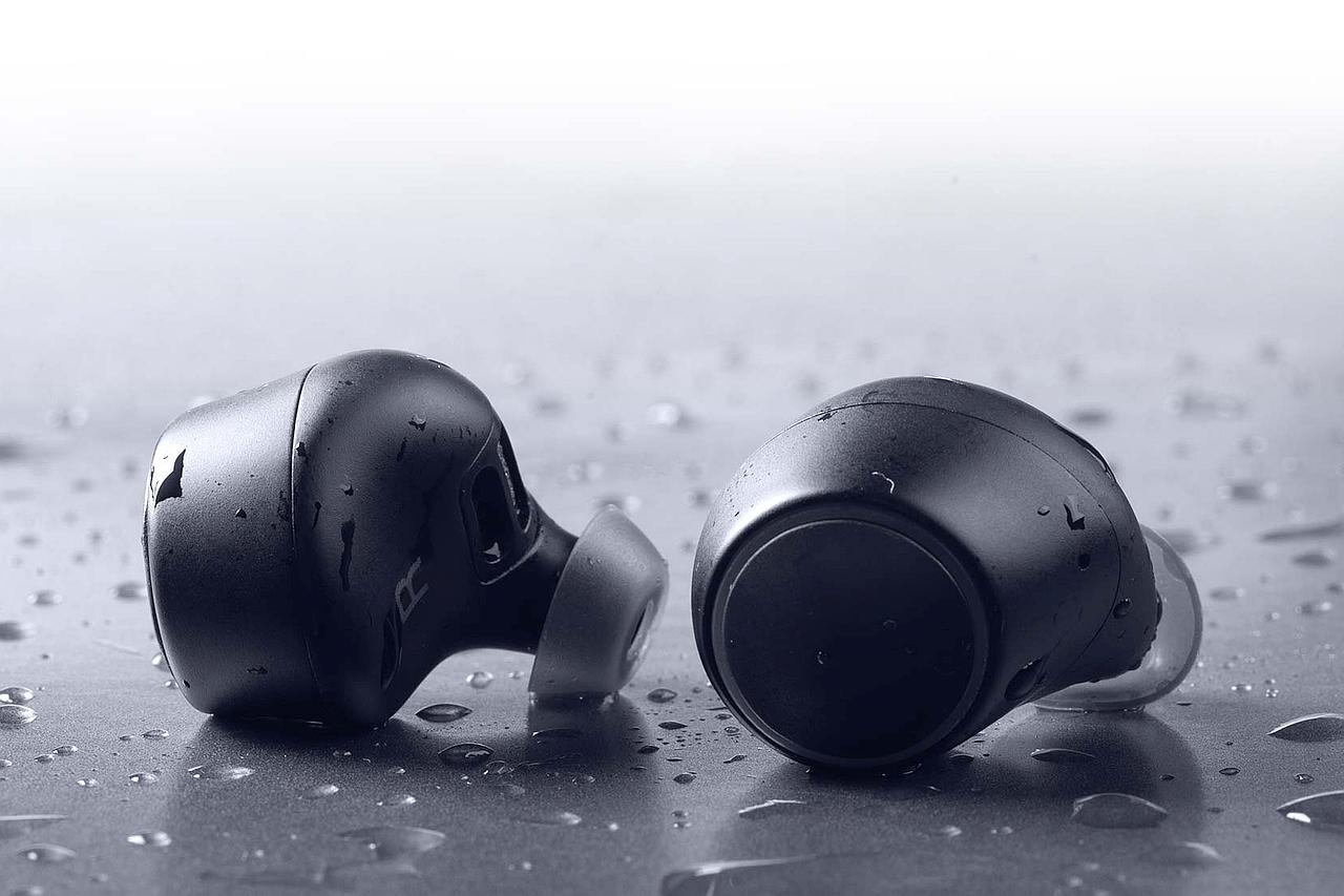 אוזניות Outlier Air (מקור Creative)