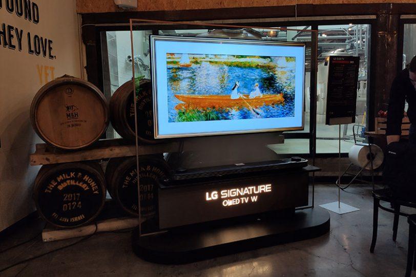 LG Signature OLED TV (צילום: רונן מנדזיצקי, גאדג'טי)