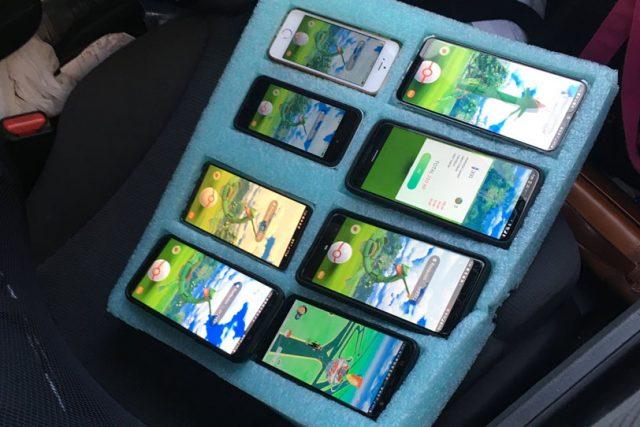 נהג נתפס עם המשחק Pokemon Go על 8 טלפונים במקביל