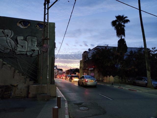 תמונה בתאורה נמוכה במצלמת ה-OnePlus 7T (צילום: רונן מנדזיצקי, גאדג'טי)