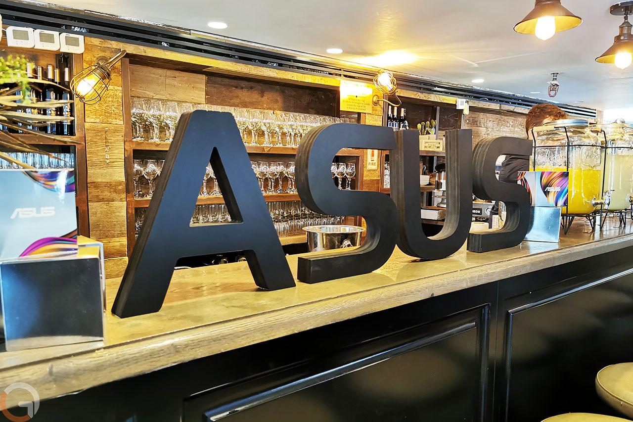 שלט ASUS (צילום: רונן מנדזיצקי, גאדג'טי)