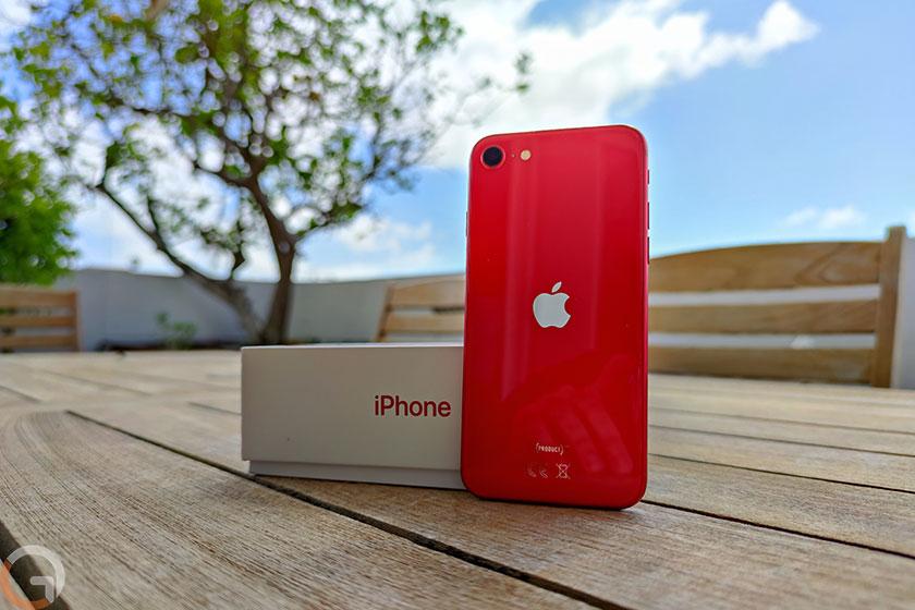 iPhone SE 2020 (צילום: רונן מנדזיצקי, גאדג'טי)