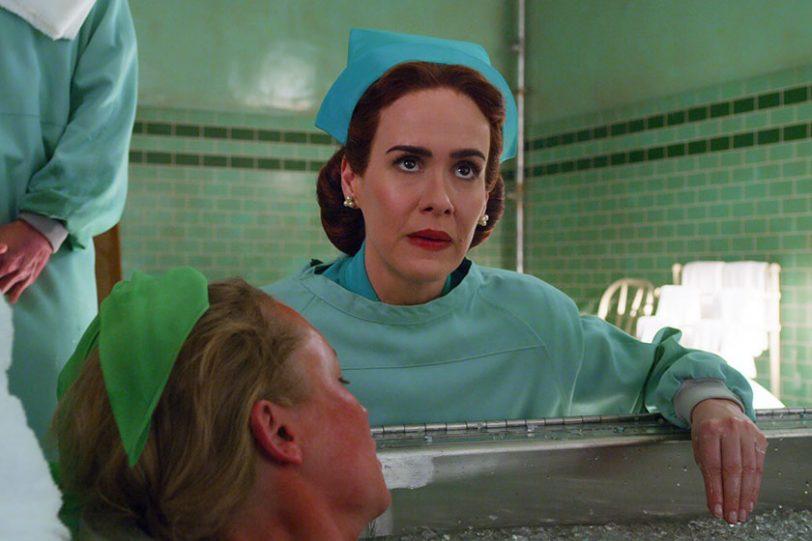 """שרה פולסון מתוך """"ראצ'ד"""" (תמונה באדיבות Netflix)"""