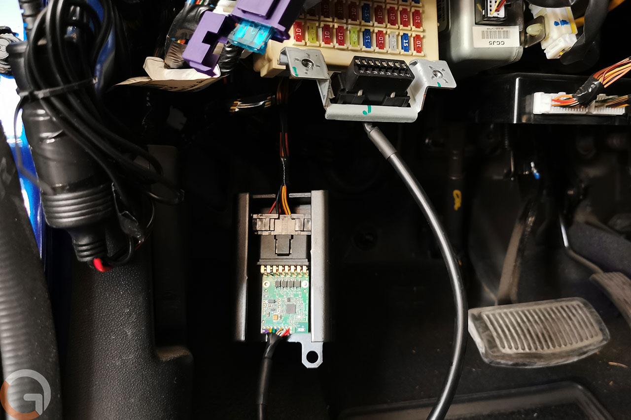 מערכת אקילס CyTech לחיבור OBD ברכב (צילום: רונן מנדזיצקי, גאדג'טי)