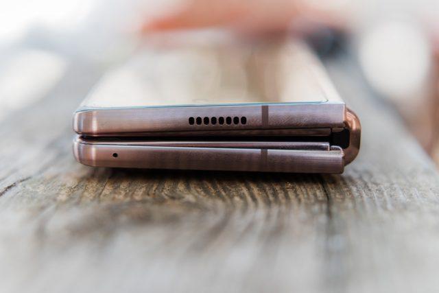 Samsung Galaxy Z Fold 2 5G (צילום: אופק ביטון, גאדג'טי)