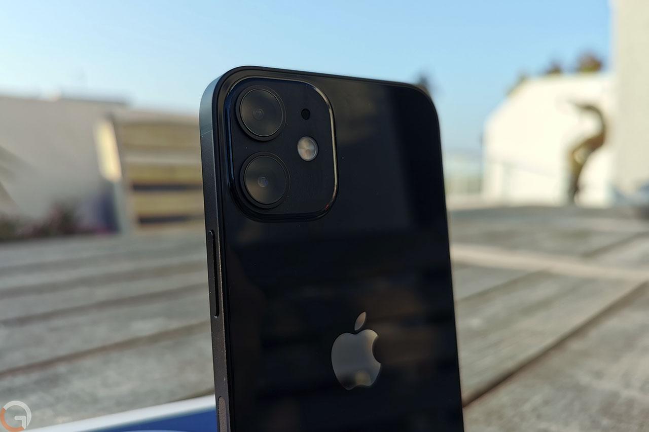 iPhone 12 Mini (צילום: רונן מנדזיצקי)