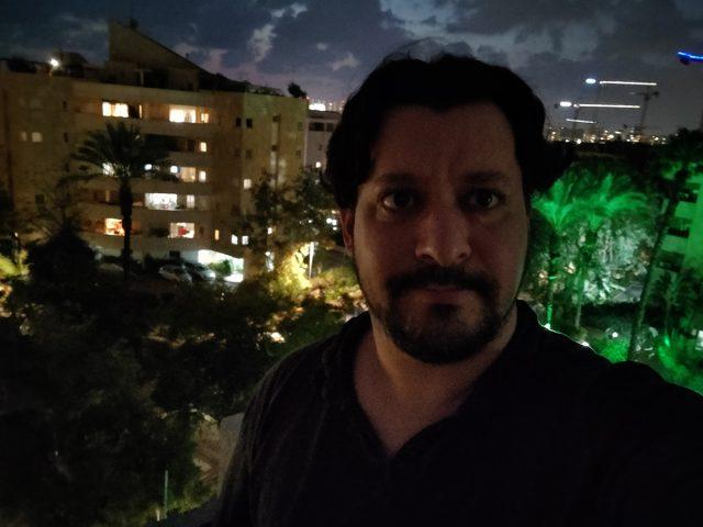 סלפי בלילה