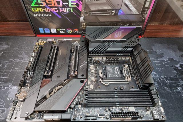 לוח אם ASUS ROG Strix Z590-E Gaming WiFi (צילום: יאן לנגרמן, גאדג'טי)