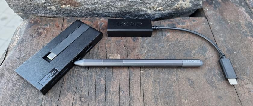 נייד X1 Titanium - סט אביזרים (צילום: יאן לנגרמן, גאדג'טי)