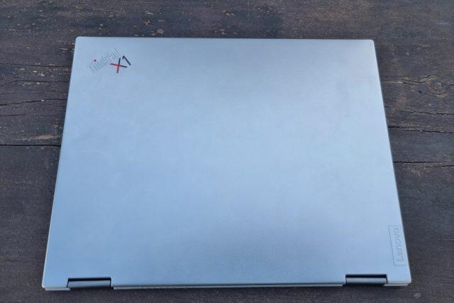 נייד X1 Titanium - גב (צילום: יאן לנגרמן, גאדג'טי)