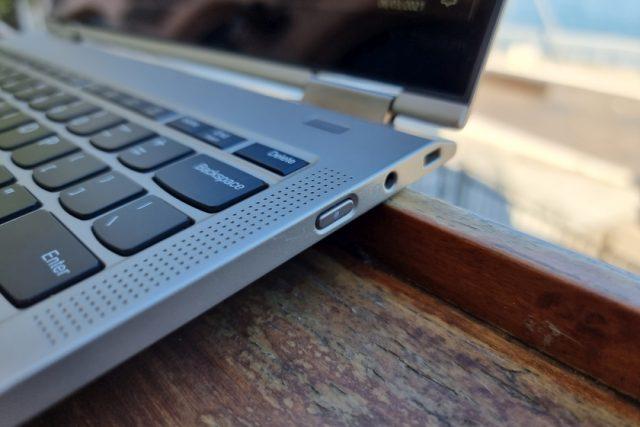 נייד X1 Titanium - חיבורים מימין (צילום: יאן לנגרמן, גאדג'טי)