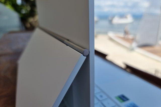 נייד ConceptD 3 Ezel - תקריב ציר מסך (צילום: יאן לנגרמן, גאדג'טי)