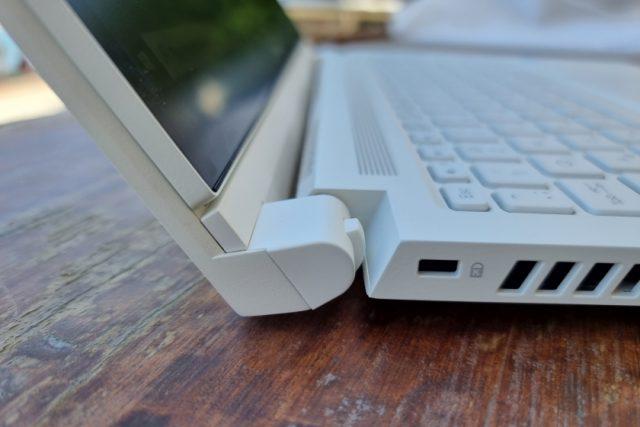 נייד ConceptD 3 Ezel - ציר מקלדת (צילום: יאן לנגרמן, גאדג'טי)