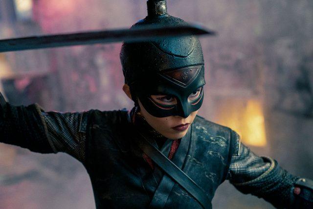 """גיבורי העל הצעירים קורסים תחת הלחץ בטריילר ל""""מורשת יופיטר"""" של נטפליקס"""