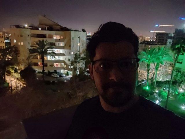 צילום סלפי לילה עם AI (צילום: רונן מנדזיצקי)