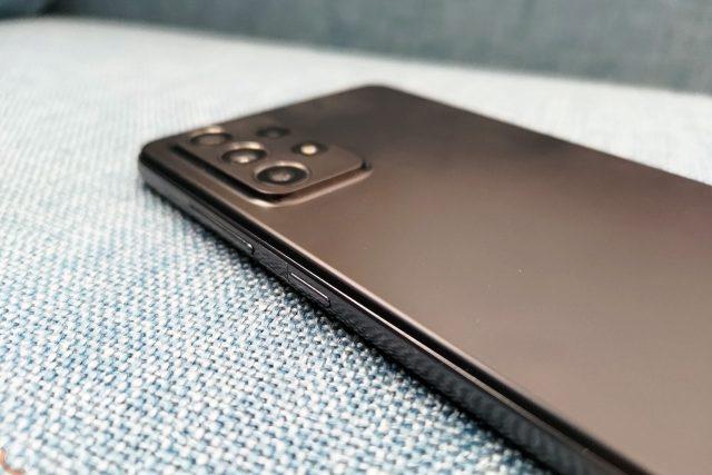Samsung Galaxy A72 (צילום: רונן מנדזיצקי)