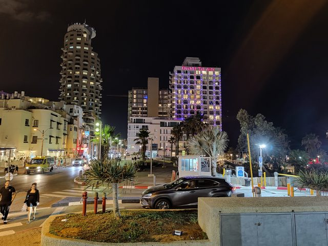 עיר בלילה