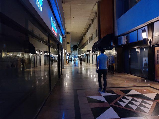 מסדרון בלילה