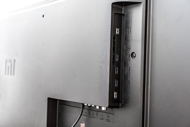 Xiaomi Mi TV Q1 QLED 75 Ports (צילום: אופק ביטון, גאדג'טי)