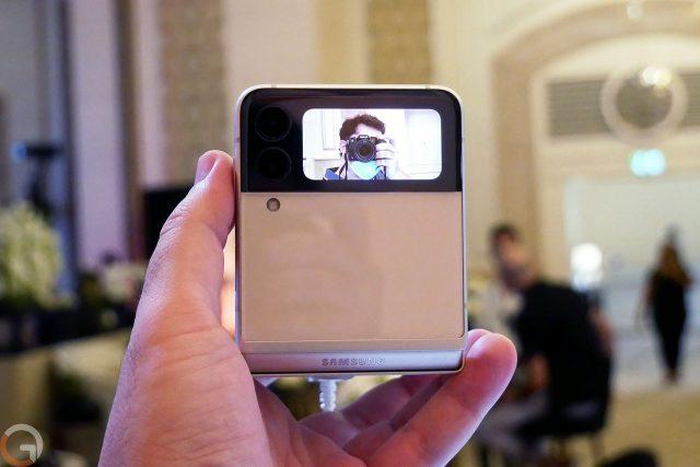 Samsung Galaxy Z Flip 3 (צילום: רונן מנדזיצקי)